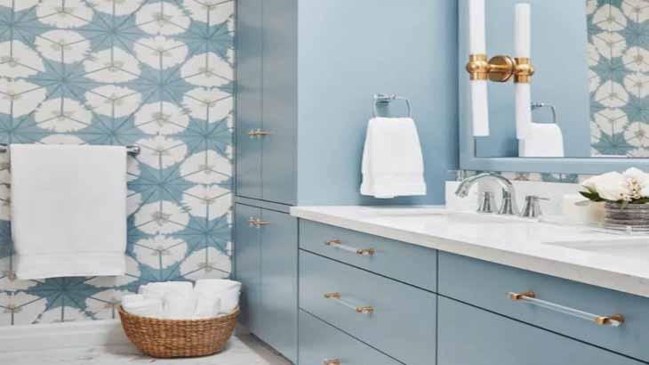 Цветочный орнамент в ванной
