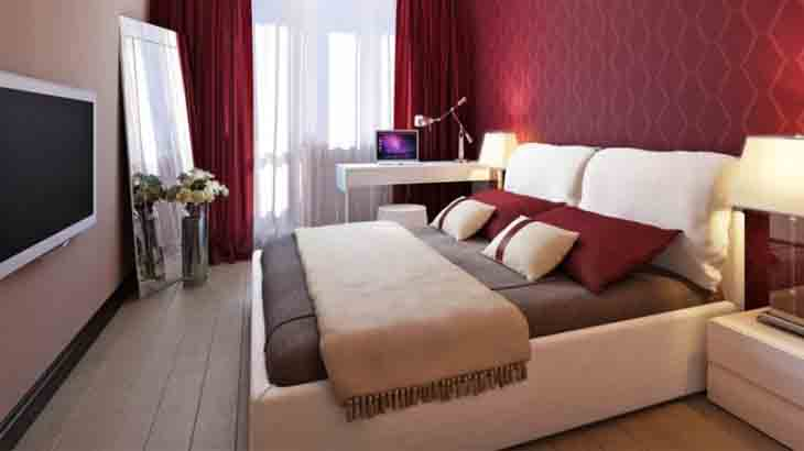 Бежево-бордовая спальня