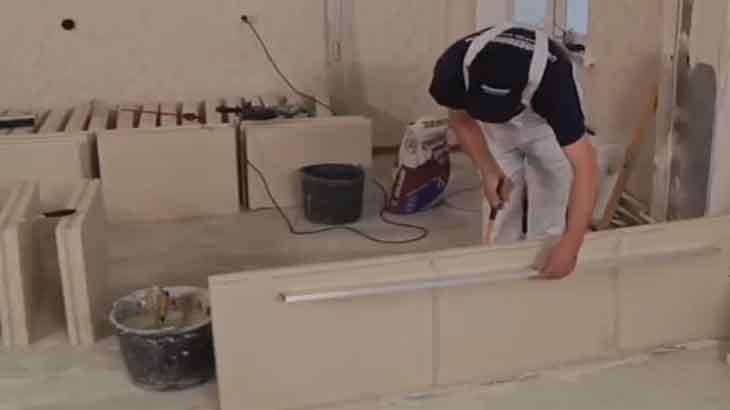 Установка пазогребневых плит по уровню