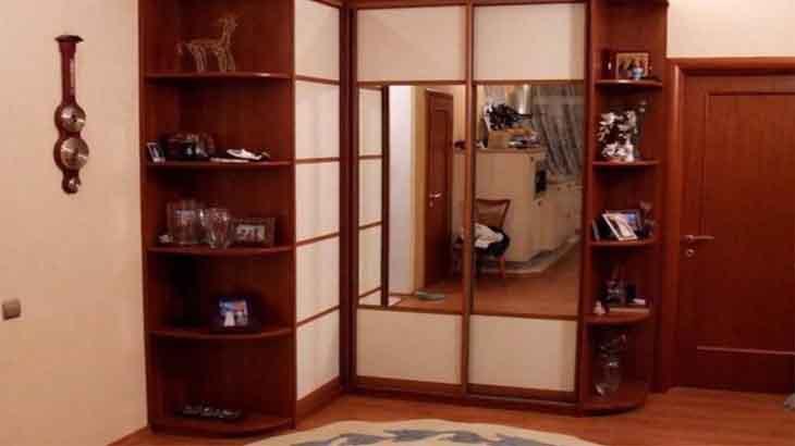 Угловой шкаф, с зеркалом в прихожей