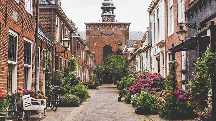 Отделка клинкером улиц и домов в Амстердаме