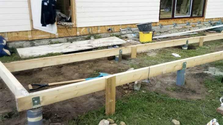 Монтаж основания террасы на свайном фундаменте