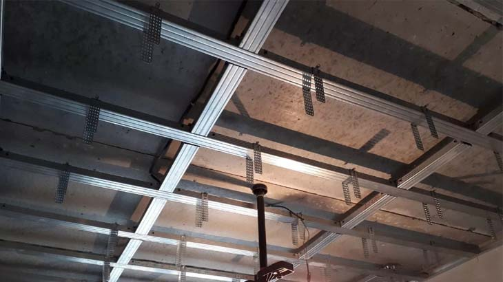 Монтаж каркаса под потолок из гипсокартона